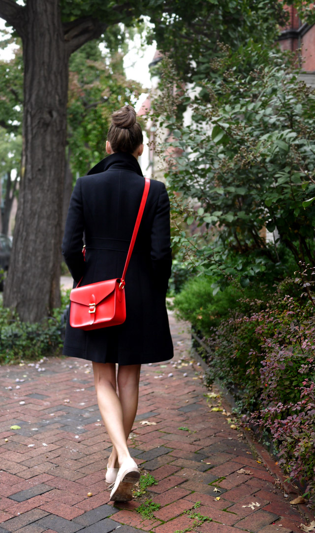 angela + roi, vegan messenger bag, modavanti giveaway, red cross-body bag
