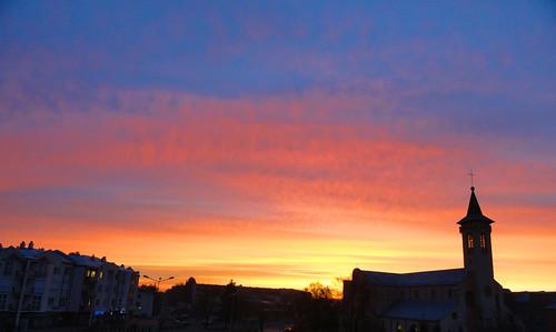 sky sun church clouds sunrise europa poland polska słońca kościół pabianice wschód parafia łódzkie miłosierdzia bożego województwo województwołódzkie electroofoxxpl
