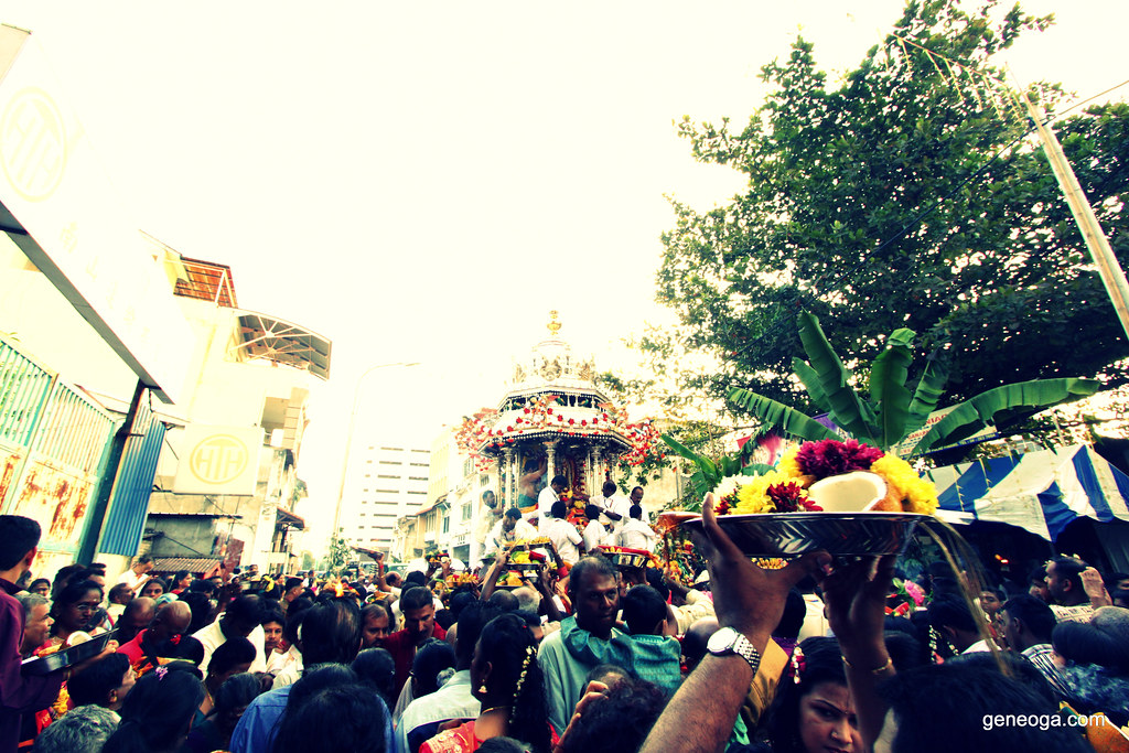 Devotees queuing to make offering to Lord Muruga
