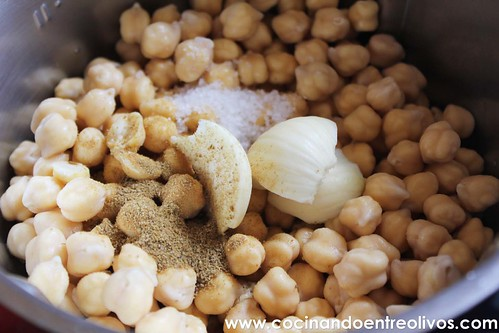 Falafel con pan de pita y salsa de yogur. www.cocinandoentreolivos (7)