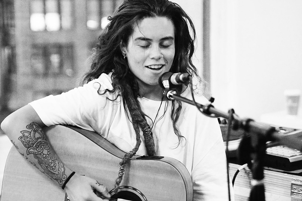 In Photos Tash Sultana At Mom And Pop Records