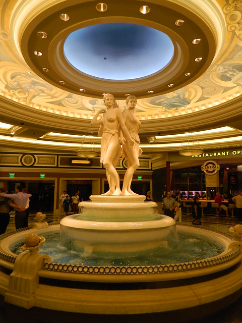 Caesars palace statue las vegas flickr photo sharing for Garden statues las vegas nv
