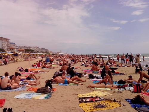 Spiaggia libera a Jesolo by Ylbert Durishti
