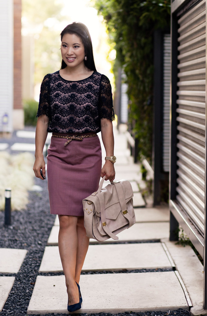 navy blue lace top, pink no. 2 pencil skirt, navy pumps outfit