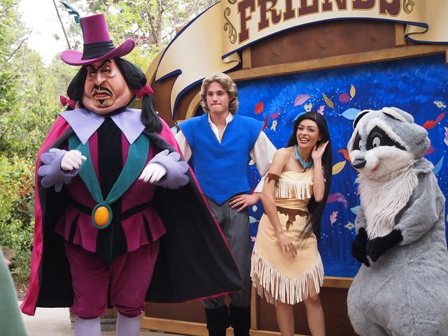 Pocahontas, John Smith, Meeko & Governor Ratcliffe At Long
