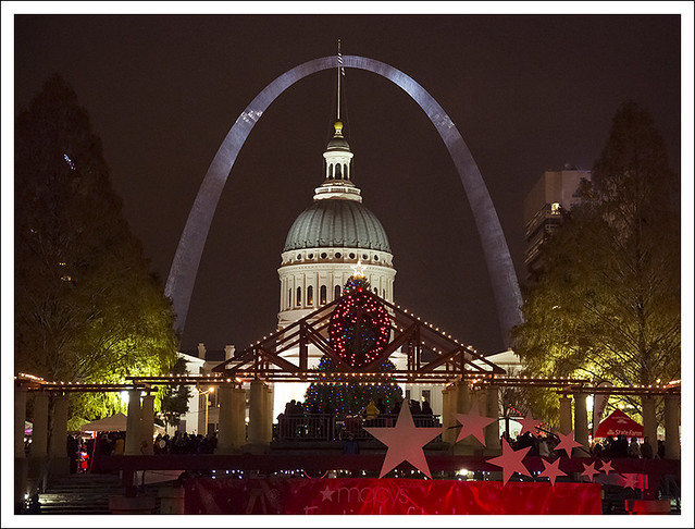 Arch, Old Courthouse, Christma Decor