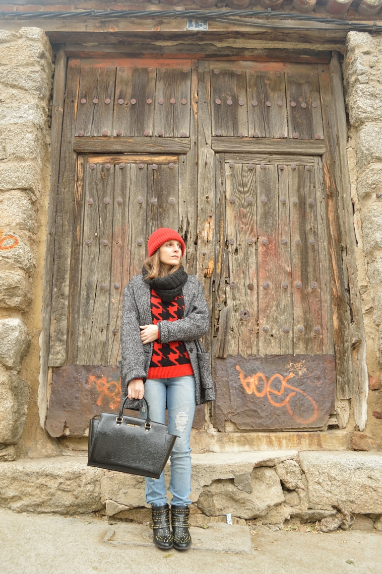 lara-vazquez-madlula-style-streetstyle-total-look-beanie-red-casual