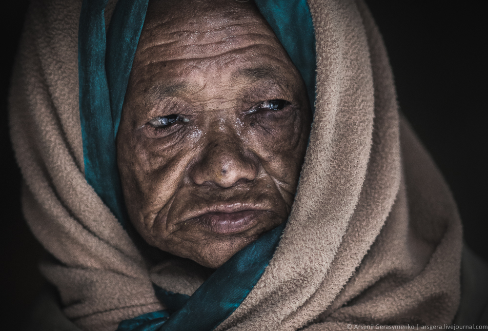 Old nepalese woman portrait