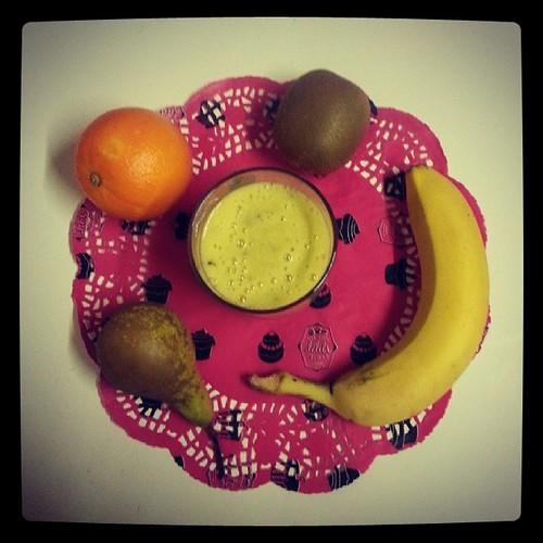 ★ #smoothie du jour Bonjour ^^ ★ #kiwi #banane #orange #poire #ourlittlefamily #france