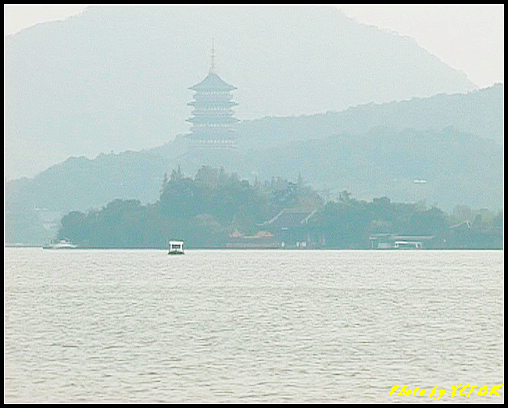 杭州 西湖 (其他景點) - 206 (白堤上的孤山 望向雷峰塔)