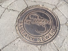 commemorative plaque, manhole, manhole cover, circle, road surface,