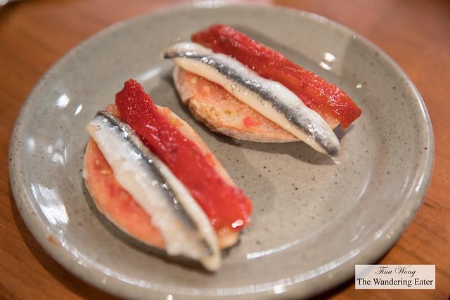 Pan con tomate y bocquerones