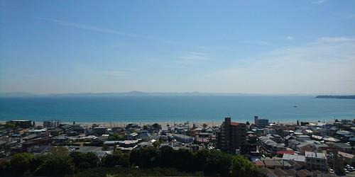 ホテルの窓から三浦海岸を臨む
