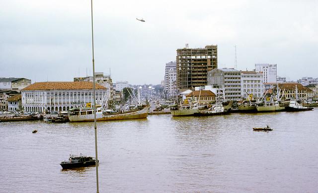 Sông Saigon - Đầu đường Nguyễn Huệ, khoảng 1972
