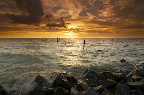 sunset sky cloud sun lake storm holland water netherlands landscape coast zonsondergang nikon sundown stones redsky lucht flevoland landschap d300 markermeer leefilter jenco