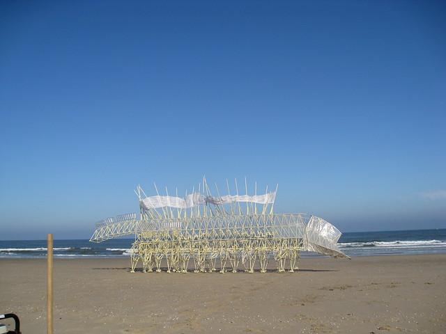 Theo Jansen 48Animaris Umerus 't Stille Strand 2009 kopie