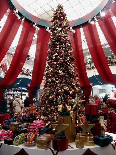 Weihnachtsbaum im KaDeWe Berlin