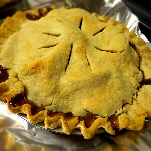 new day, a new pie. This time it's mock mince pie for a friend ...