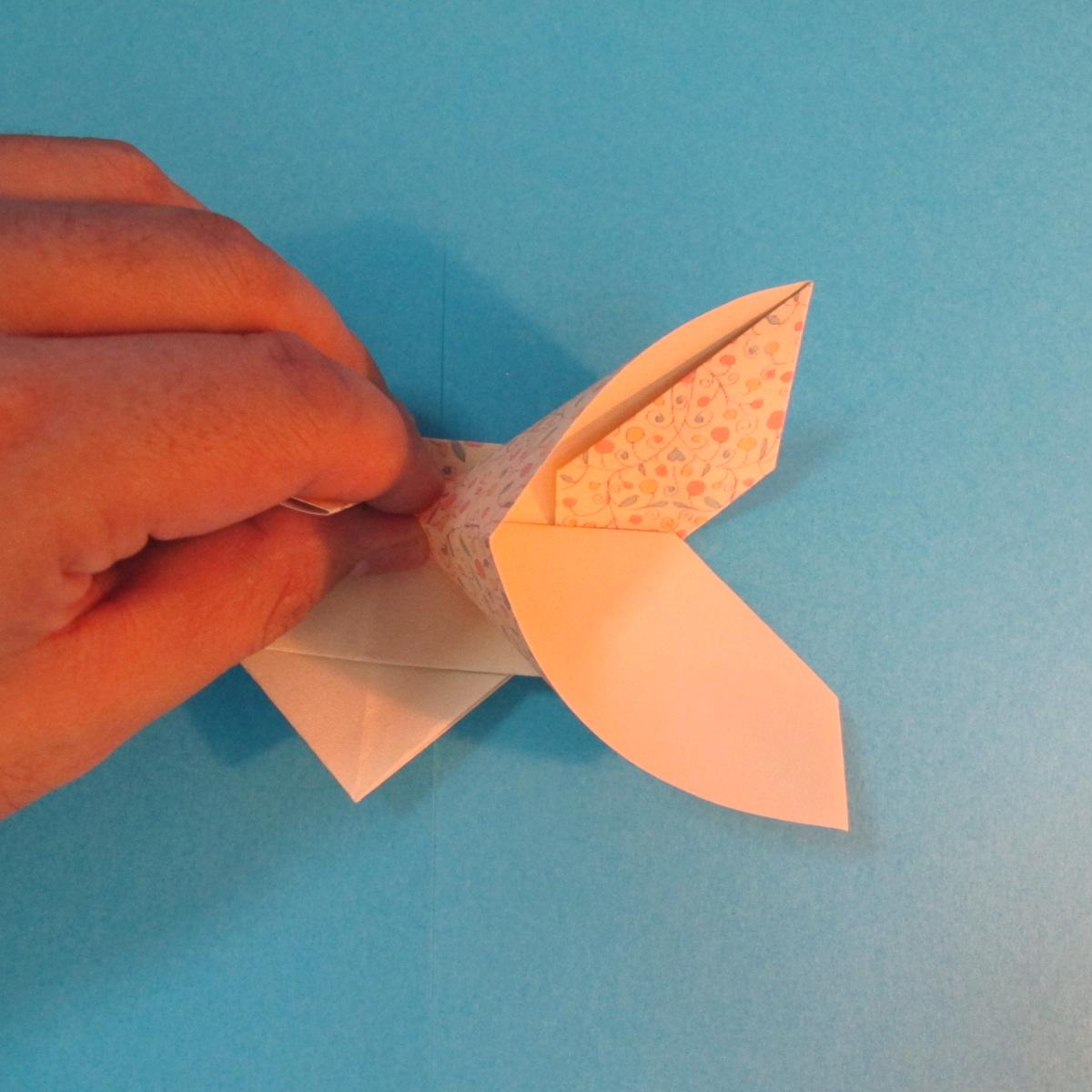 วิธีพับกระดาษเป็นผีเสื้อหางแฉก 028