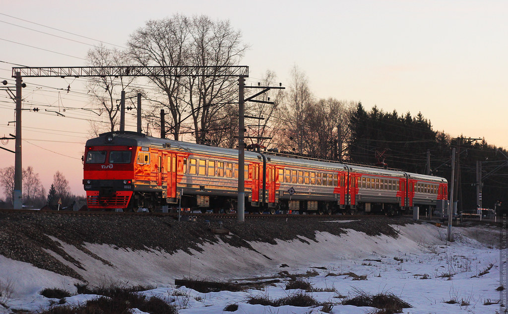 ED2T-0022. Evening commuter train from Danilov