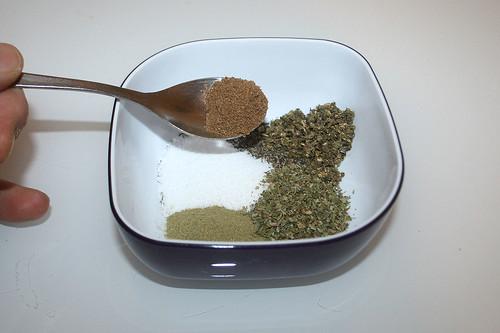 15 - Gewürze in Schüssel geben / Put spices in bowl