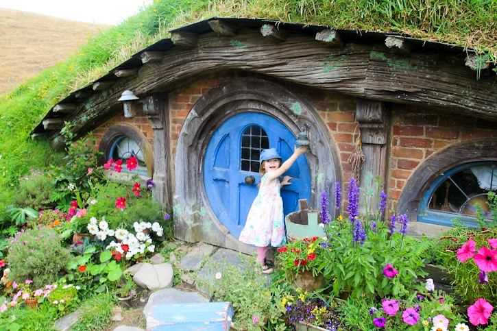 Hobbiton with kids in New Zealand I @SatuVW I Destination Unknown