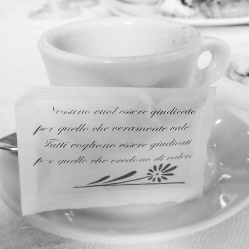 Un #caffé pasquale denso si saggezza conclude una piacevolissima giornata a pranzo passata al favoloso #hotelcaligiuri! Un applauso alla fantastica famiglia Caligiuri, che cucina da Dio e regala momenti di benessere e genuina gentilezza a tutti i commensa