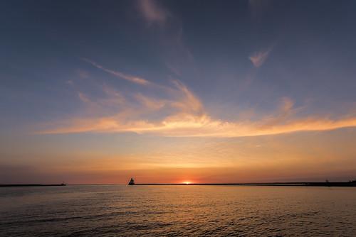 superior wisconsin superiorwisconsin wisconsinpoint lighthouse sunrise