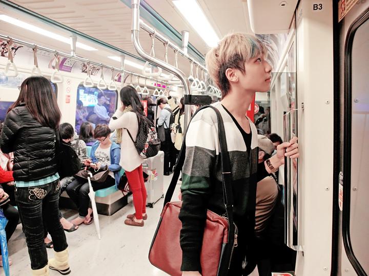 typicalben on taipei train 2