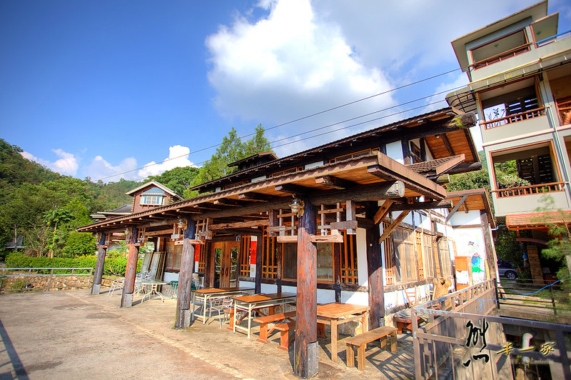 [南投埔里佳園渡假山莊餐廳] 濃濃日式風建築使用意想不到的料材所搭建
