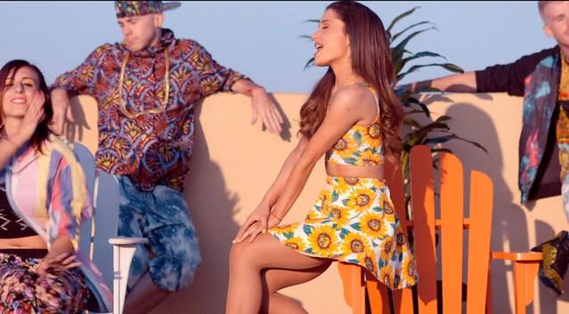 Ariana Grande Baby I roof