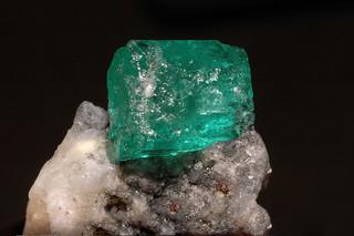 beryl var. emerald, parisite-(Ce), calcite