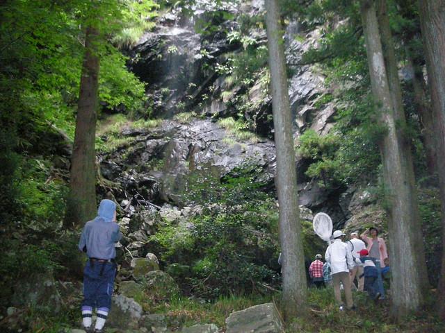 待ち時間を利用して駒ヶ滝の見学.涼をもらった.