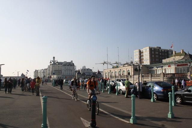 Ścieżki rowerowe rozciągające się wzdłuż wybrzeża