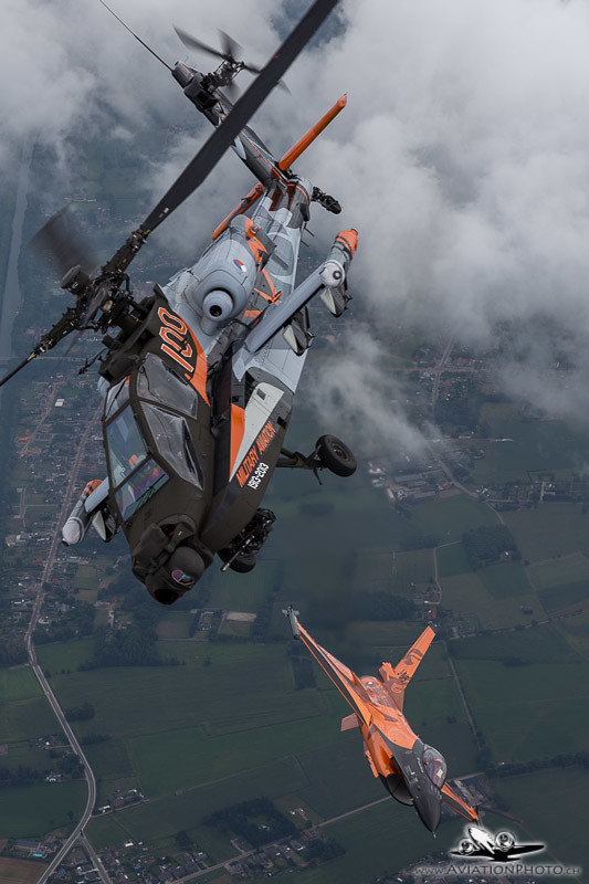 Air-to-air photomission with Dutch F-16 & Apache Demo Team