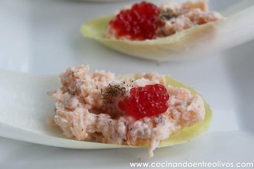 Barquitas de endivias con mousse de salmon www.cocinandoentreolivos (15)