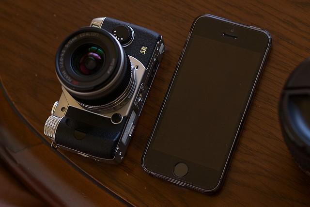 PENTAX Q7 & iPhone 5s