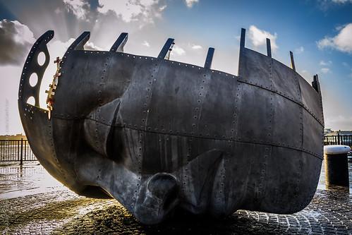 uk travel sunset monument face statue metal wales female nikon europe cardiff gales reinounido d3100 hdw2014