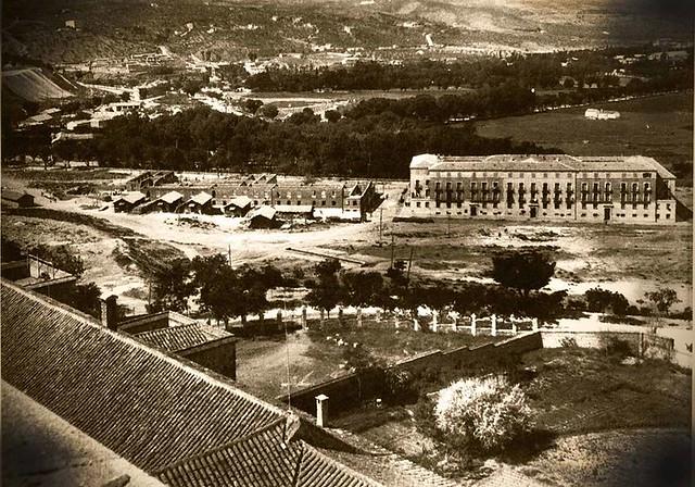 Construcción de los bloques de la avenida de la Reconquista vista desde Tavera. Años 50