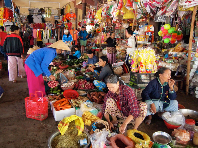 Street markets in Vietnam, photo courtesy Dangerous Business