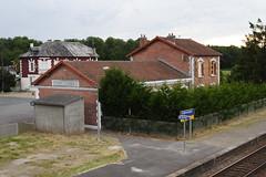 20080623 012 Crépy-Couvron. Station Platform, Buildings