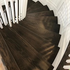 This is fab👠 #lifeofadesigner , #sweepingstaircase , #stained @dorodcdesigner