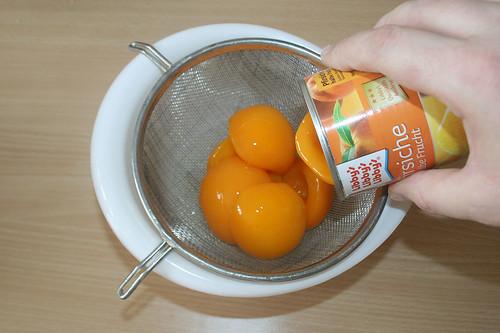 15 - Pfirsiche abtropfen lassen / Drain peaches