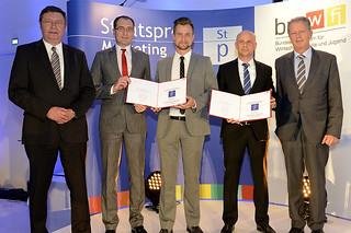 Marketing Staatspreis 2013: Werner Haring (Bildmitte) mit Auftraggeber Orderman GmbH (li. und re.) sowie GewinnMinister Dr. Reinhold Mitterlehner (ganz re.), (c) K.Prokop