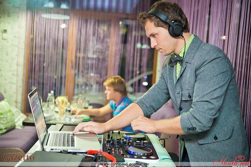 DJ Sunny Fish – Acompaniere muzicală