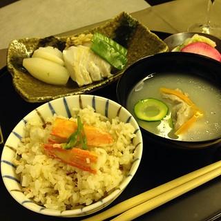 海鮮蒸し 雲丹醤油添え 蟹炊き込みご飯 若鶏柔らか煮スープ仕立て 香の物