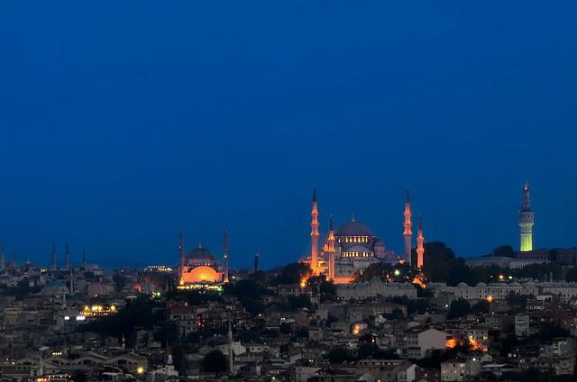 Hora mágica al atardecer en las mezquitas de Estambul
