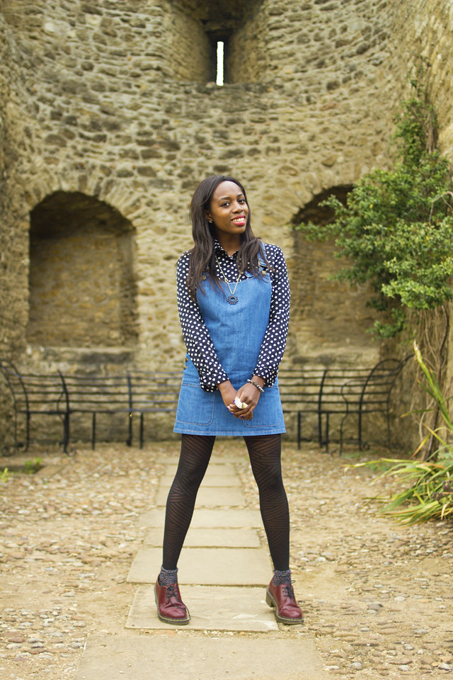 how to wear a denim pinafore