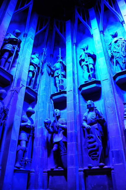 Harry Potter - Knights Statues Outside The Great Hall of Hogwarts