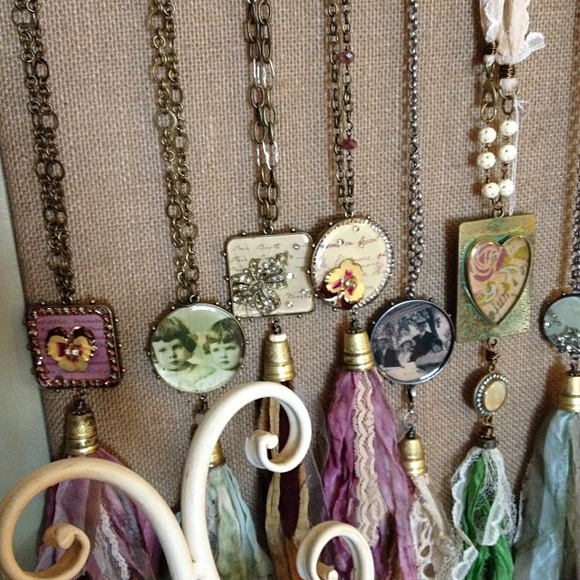 Anyone in need of some gorgeous jewelry for Christmas? My friend Lexi makes some gorgeous stuff